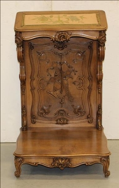 Louis XV style Prayseat/bench in carved walnut, French 19th Century